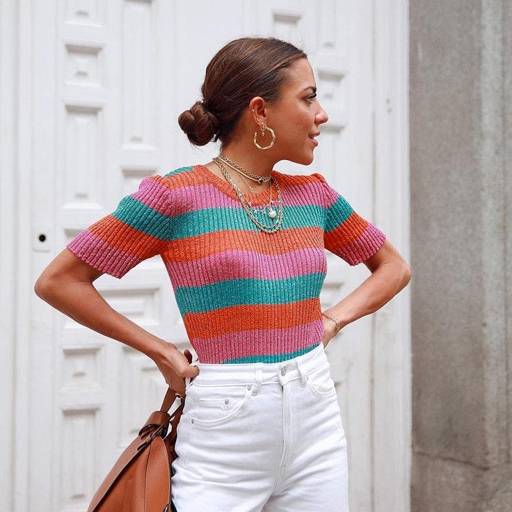 Paula Ordovás con top de rayas de colores