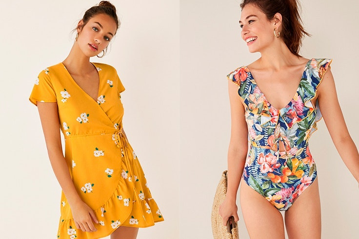 Vestido corto cruzado flores Women's Secret (23,99€) y bañador estampado volantes (35,99€).