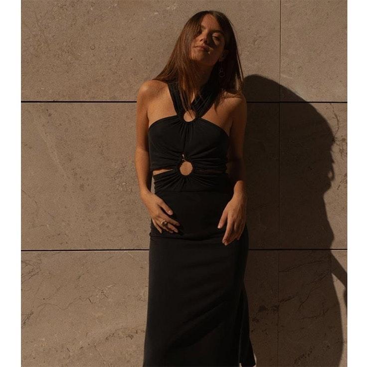 tina rodriguez vestido negro