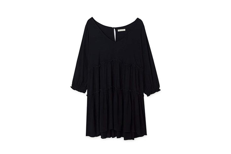 vestidos negros con volantes de stradivarius