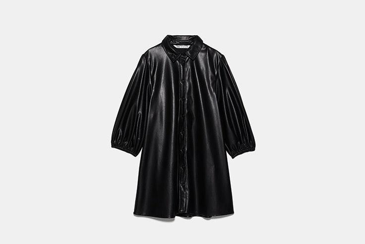 vestido negro efecto piel de Zara