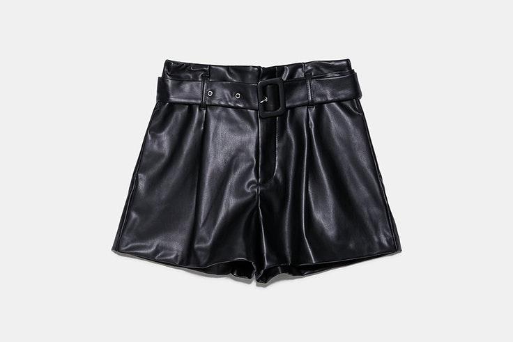 pantalón corto bermuda polipiel negro zara