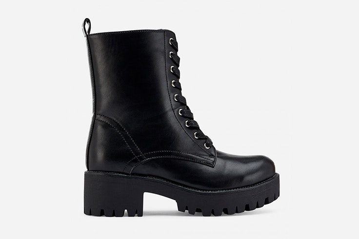 Botas militares acordonadas en color negro de Marypaz