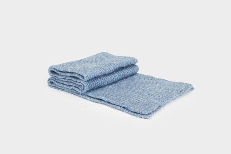 bufanda de tacto suave color azul de parfois prendas para el frío