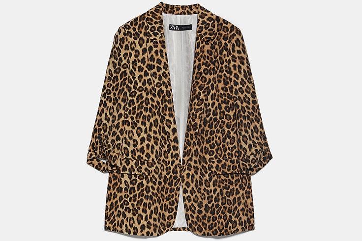 Chaqueta americana con estampado de leopardo de Zara