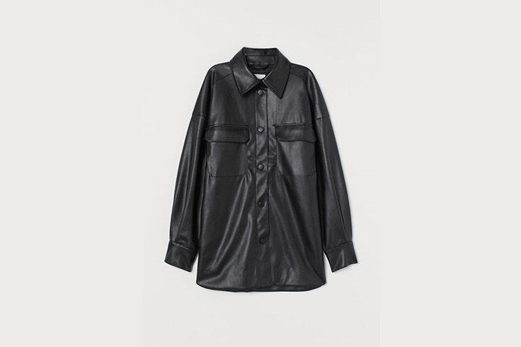 chaqueta en piel sintetica negra de hym Aretha Fusté