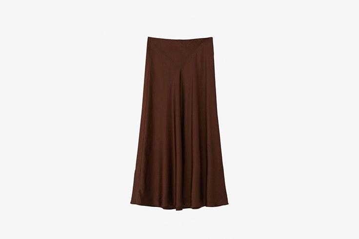 falda midi satinada de massimo dutti looks de oficina