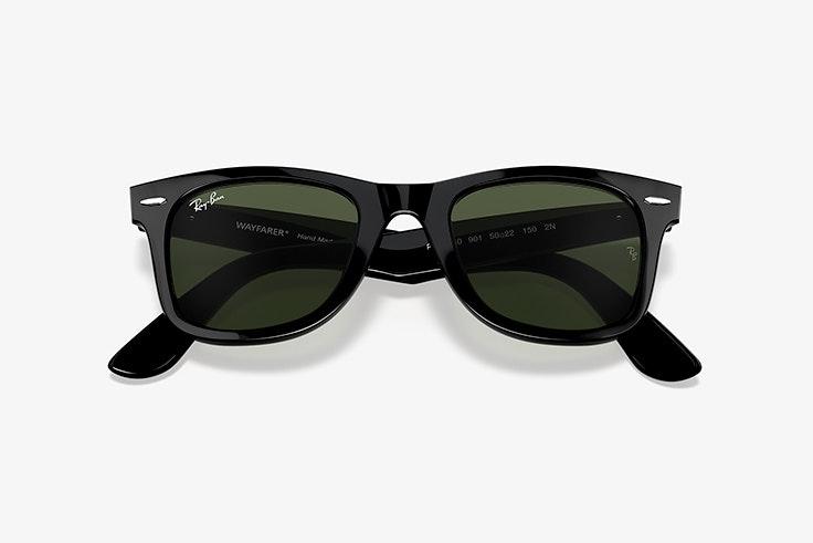 Gafas de sol de pasta en color negro. Modelo wayfarer de Ray Ban. Disponibles en Sunglass Hut