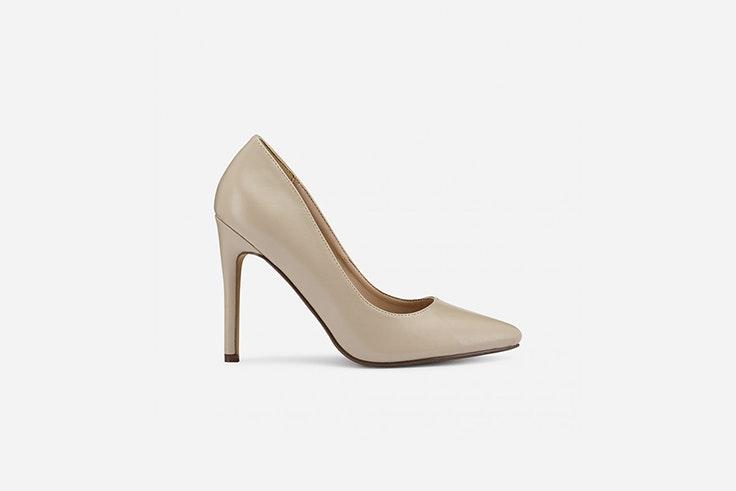 zapato de salon con tacon fino color beige de marypaz looks de oficina