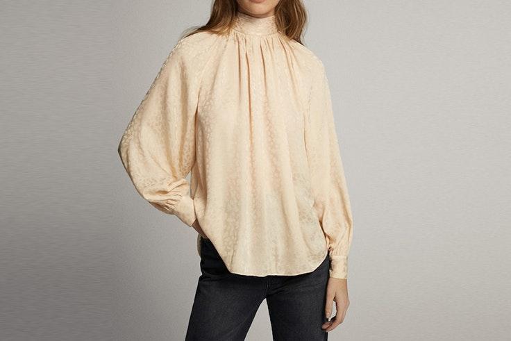 camisa de jacquard con cuello perkins de massimo dutti blusas románticas