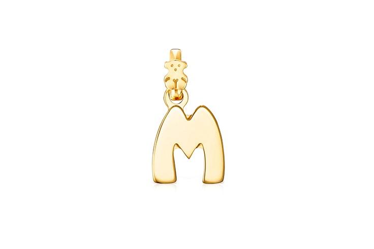 "Colgante inicial ""M"" recubierta de oro de Tous"