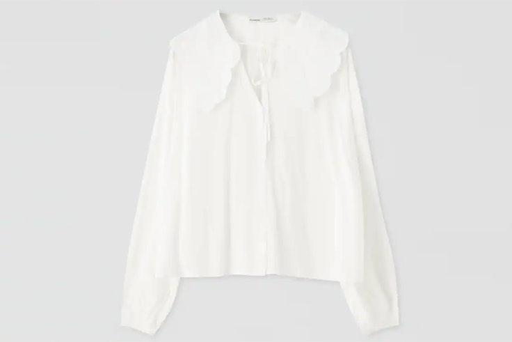 Camisa blanca con cuello bobo pull and bear
