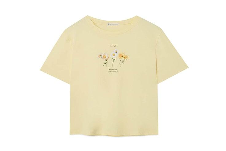 Camiseta de manga corta y color amarillo de Stradivarius