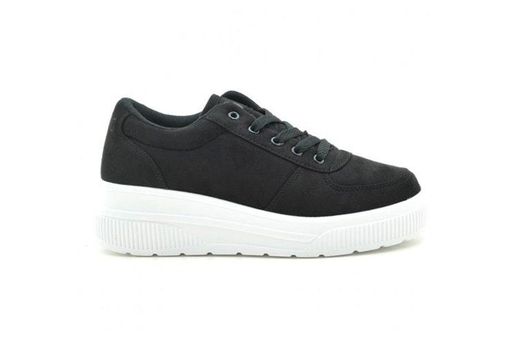 Zapatillas negras con suela blanca de Tino González