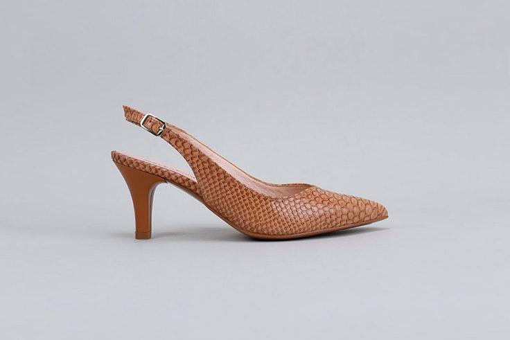 Zapatos de tacón en color marrón. Disponibles en la zapatería Krack