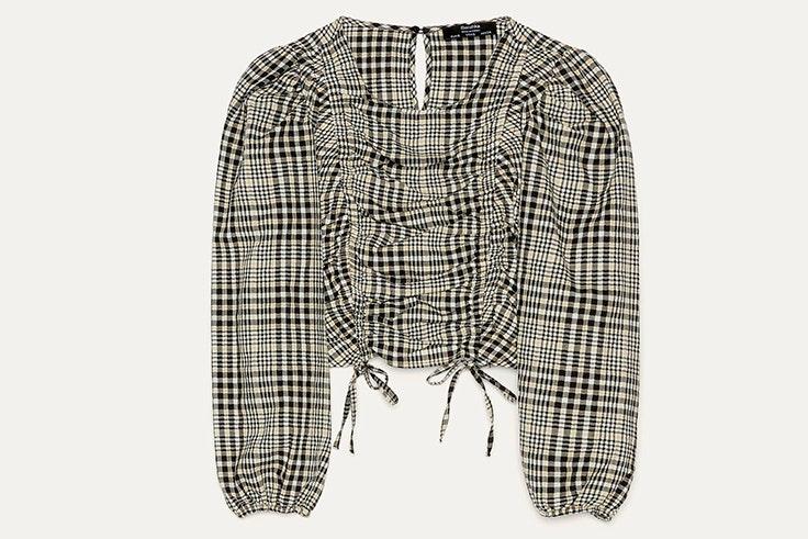 Blusa decuadros en colores blanco y negro de Bershka - 19,99 €