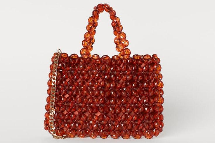 Bolso de perlas en tonos marrones de H&M