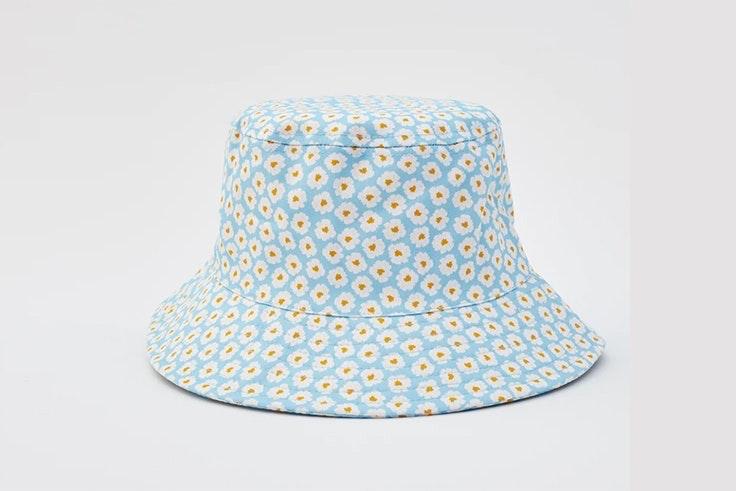 Bucket hat con estampado de flores de Pull & Bear tendencias para verano