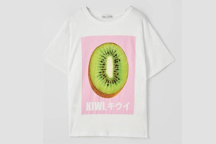 Camiseta blanca con estampado de kiwi de Pull & Bear