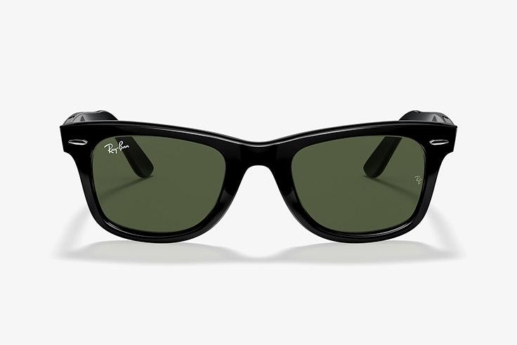Gafas de sol wayfarer en color negro de Ray Ban. Disponibles en Sunglass Hut