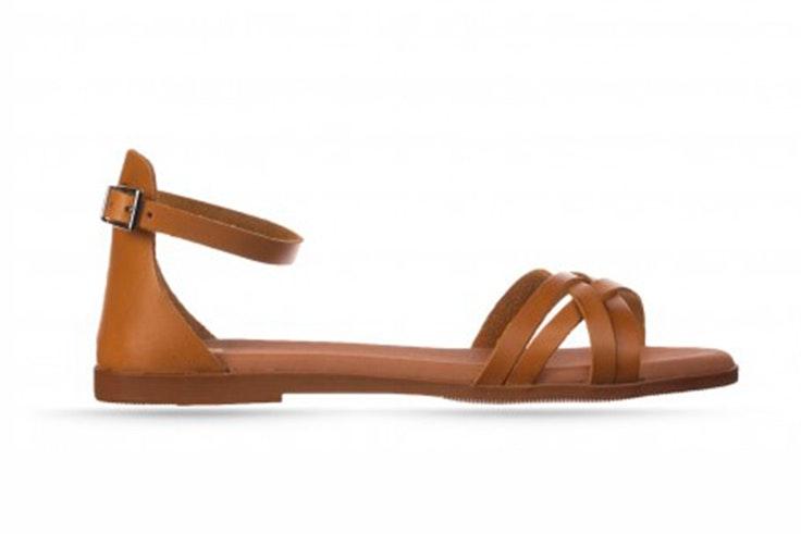 Sandalias planas en color marrón de RKS