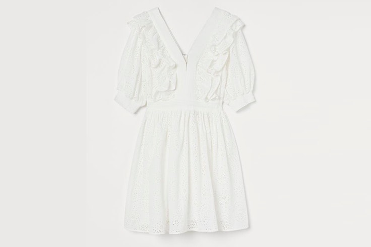 Vestido blanco con volantes y detalles bordados de H&M