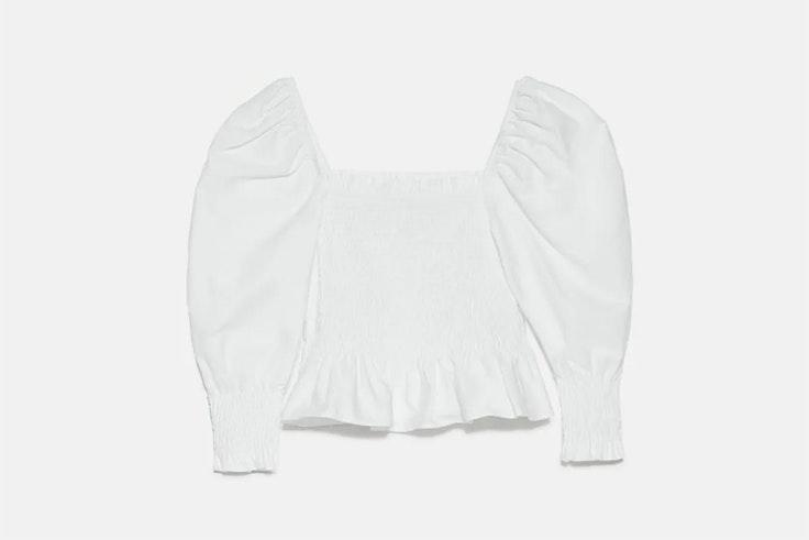 Top fruncido en color blanco de Zara