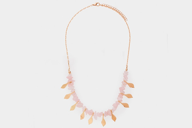 Collar de perlas en tono dorado de Parfois