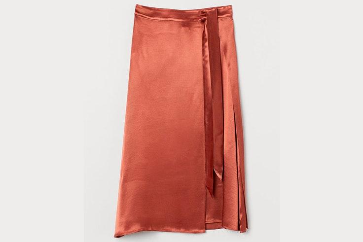 Falda midi satinada de H&M -