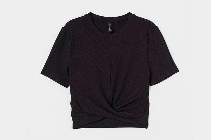 Top de punto en color negro de H&M