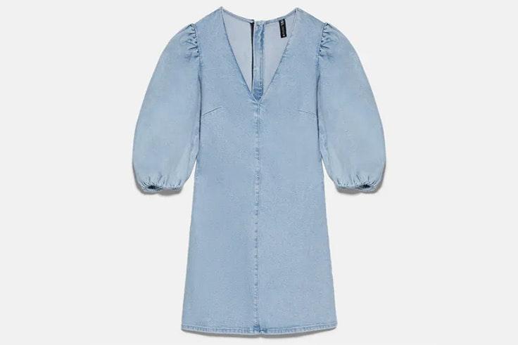 Vestido denim azul claro con mangas abullonadas de Zara
