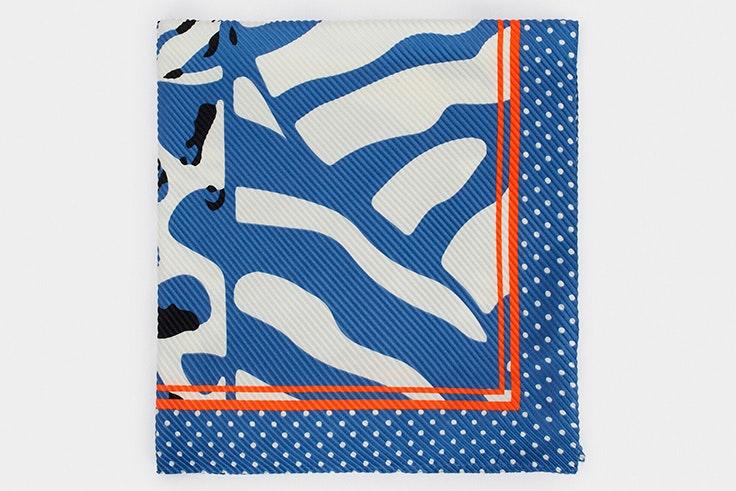 Pañuelo con estampado en tonos azules de Parfois