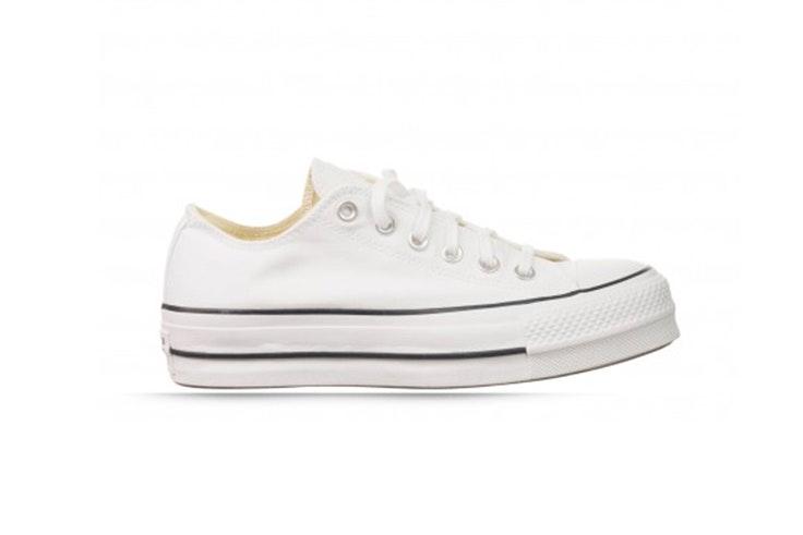 Zapatillas blancas con plataforma de Converse. Disponibles en RKS