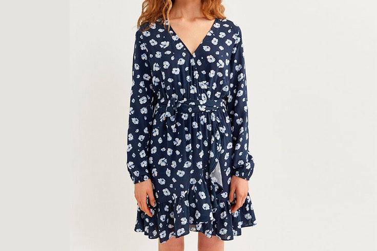 Vestido corto con estampado de flores en azul marino de Springfield maría pombo