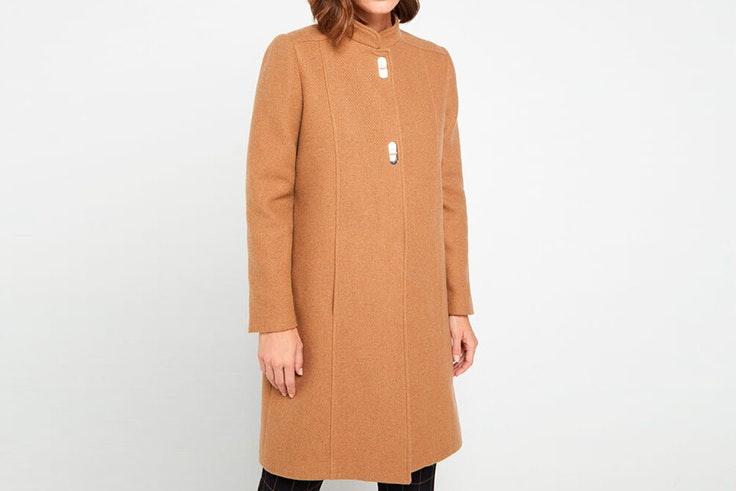 Abrigo de lana en color camel de Cortefiel
