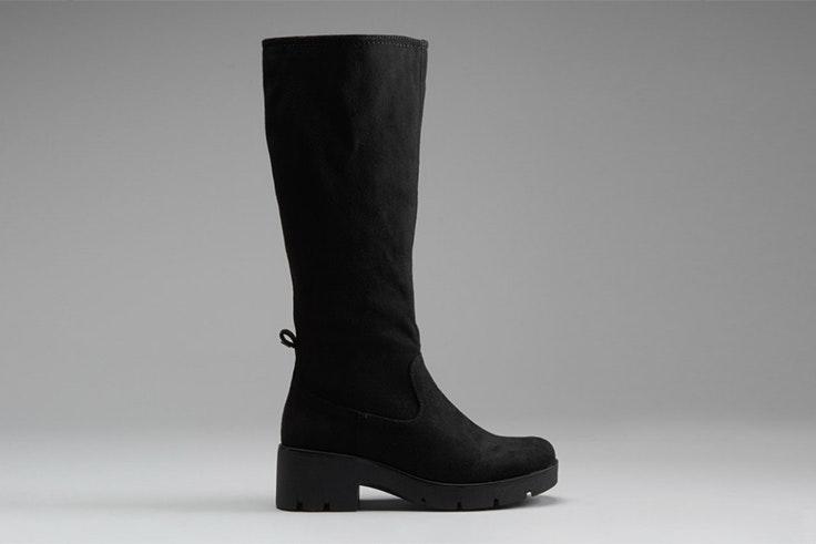 Botas altas en color negro de Mustang. Disponibles en Merkal Calzados