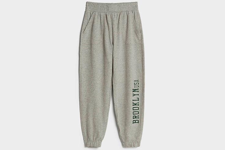 Pantalones jogger en color gris de Bershka