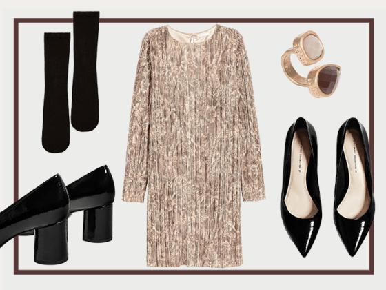 Look 1 | Os dourados são um clássico do Natal, presentes neste conjunto quer no vestido quer no anel. Os sapatos pretos ganham vida com as meias, pormenor inesperado, mas podem ser usados sem elas, se procurar um look mais sóbrio.