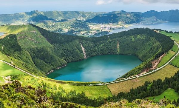 Visitar São Miguel, a Lagoa das Sete Cidades, a Lagoa do Fogo, a Ilha Terceira, o Faial e o Pico + estadia sete noites + 13 refeições, Agência Abreu, desde 1215€