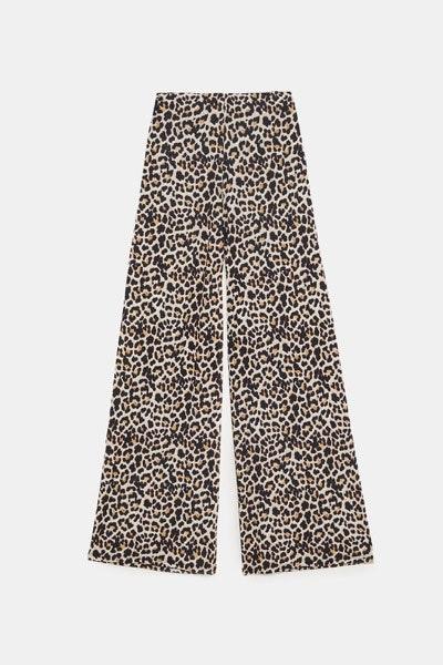 Calças Zara, 17,95€   Combine-as com uns sneakers brancos e torne o look mais descontraído.