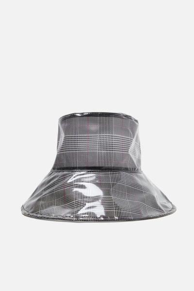 Chapéu de chuva em vinil, Zara, 15,95€