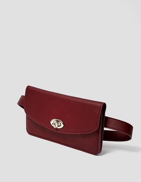 Bolsa de cintura Stradivarius, 12,99€