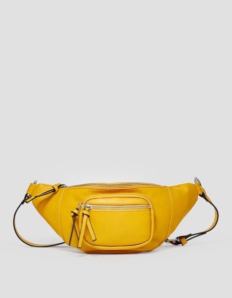 Bolsa de cintura Stradivarius, 15,99€
