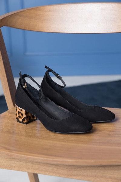 Sapatos, antes a 115€ e agora a 69€