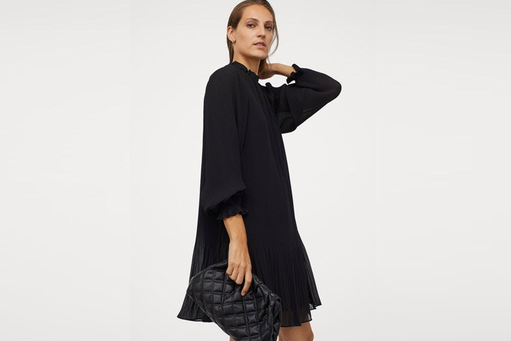 Vestido negro de Massimo Dutti de rebajas