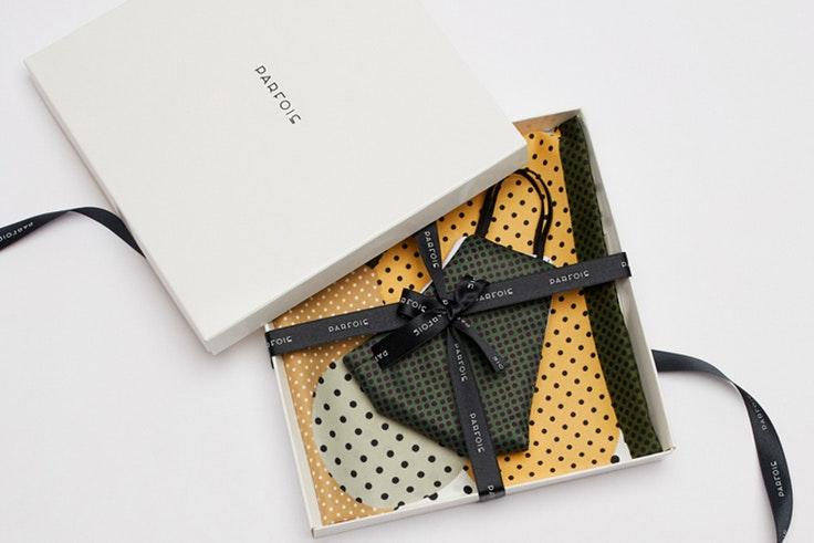 Caja de regalo mascarilla y pañuelo de Parfois regalos de última hora
