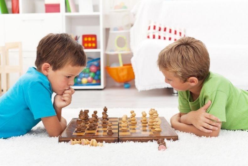 Los beneficios de enseñar a tus hijos a jugar al ajedrez