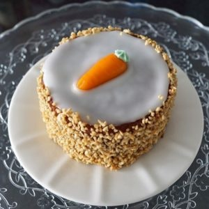 ALEXA Osterdeko: Rezept für Karottenkuchen