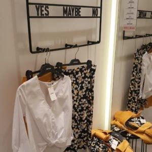 Sommerliches Outfit von Pimkie - festliche Kleider & Accessoires im ALEXA Berlin