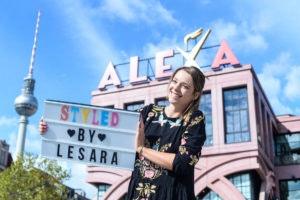 Anne Wünsche von Berlin Tag & Nacht bei der Eröffnung des Lesara First Stores im ALEXA